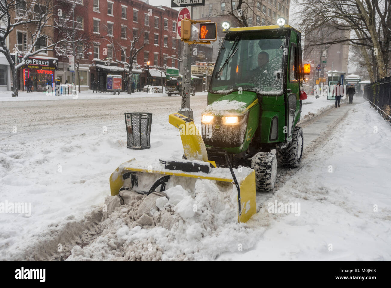 New York, NY, 4. Januar 2018 - ein Park-abteilung Lkw löscht den ...