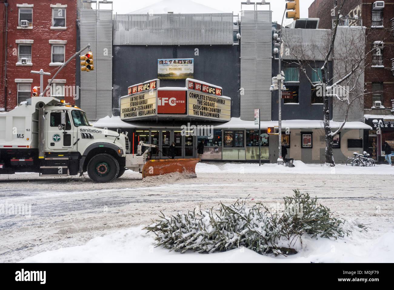 New York, NY, 4. Januar 2018 - ein Stadtreinigung Lkw löscht den ...