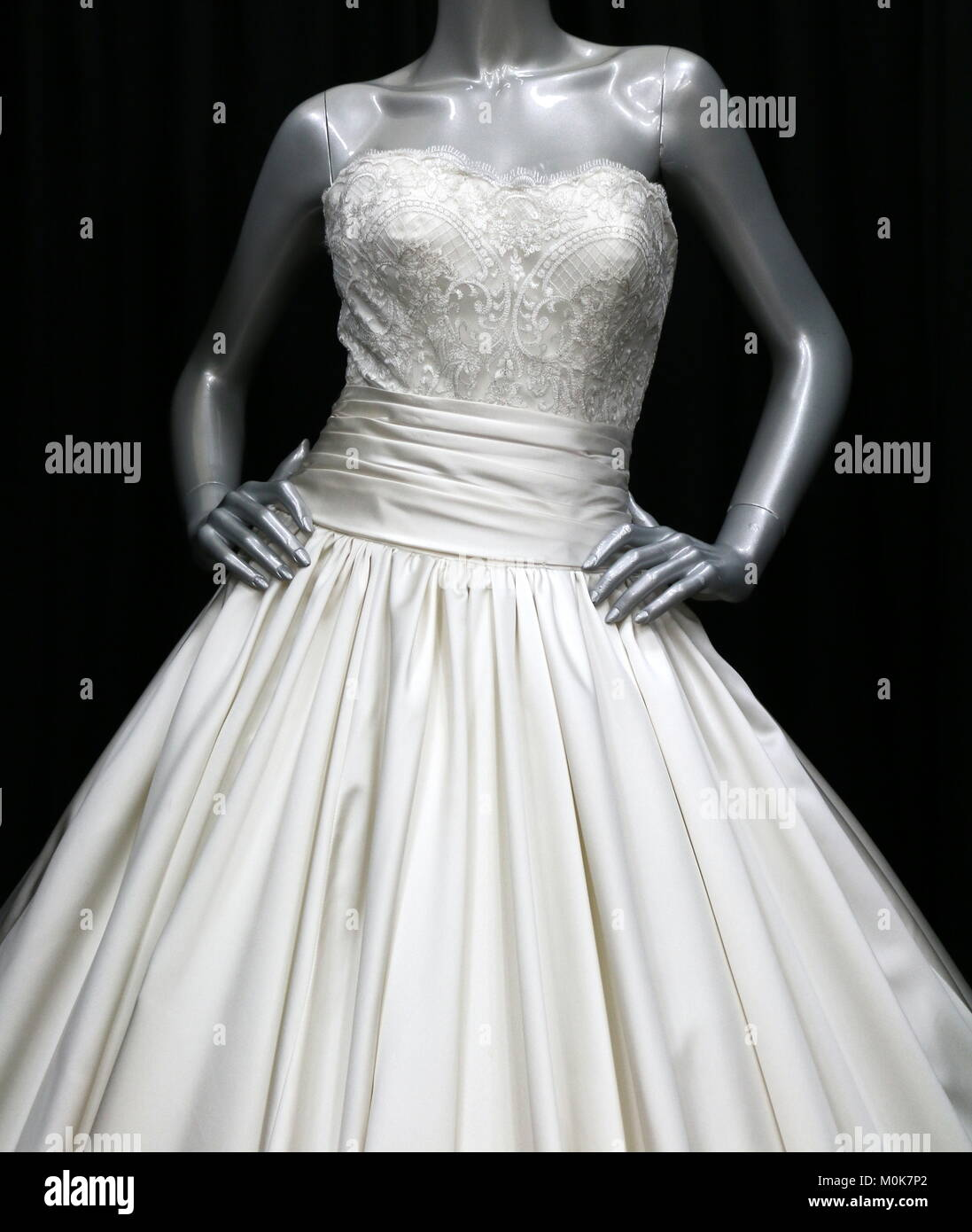 Strapless Gown Stockfotos & Strapless Gown Bilder - Alamy