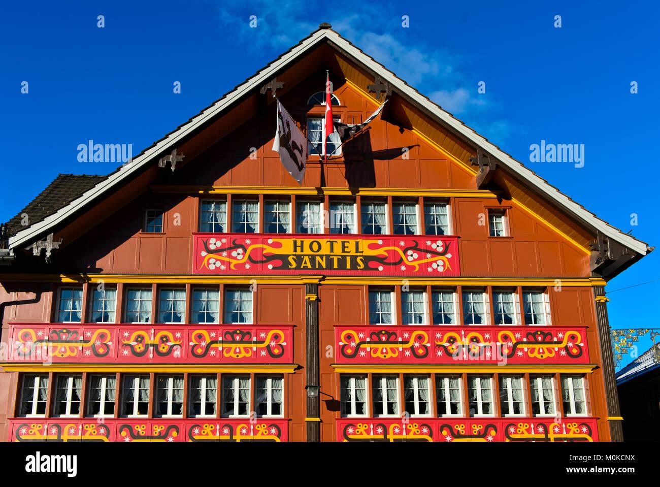 Hotel Säntis mit herrlicher Fassade auf dem Landsgemeindeplatz, Appenzell, Hauptstadt der Kanton Appenzell Stockbild