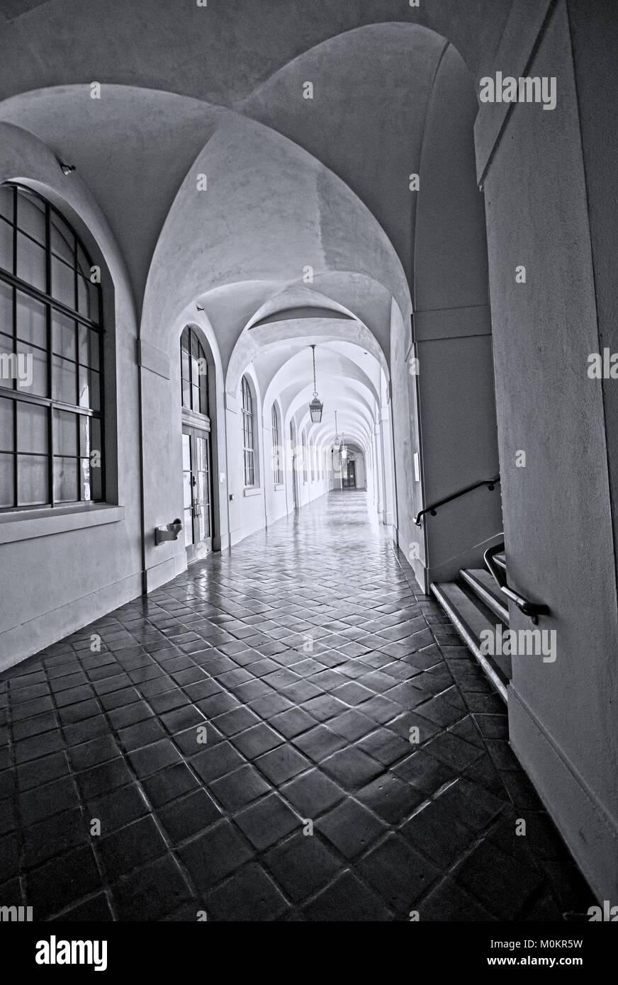 Bögen und Korridore Stockbild
