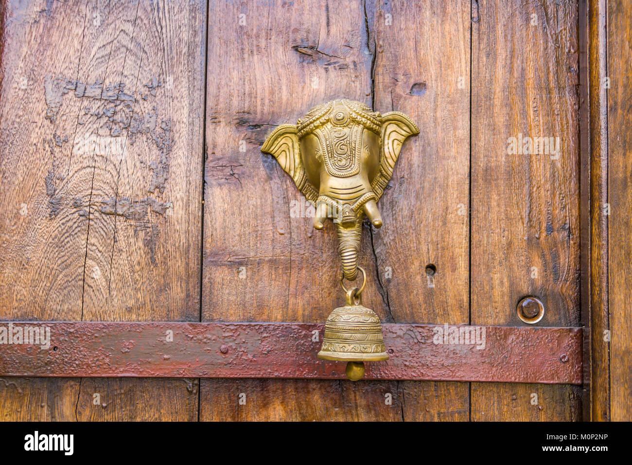 Vintage Messing Türklopfer Stockbild