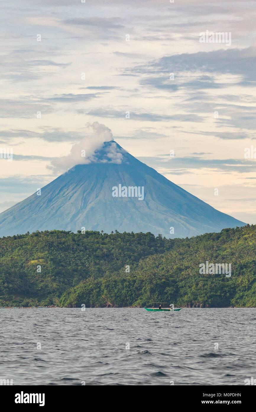 Philippinen, Luzon, Provinz Albay, Tiwi, Mayon Vulkan Stockfoto