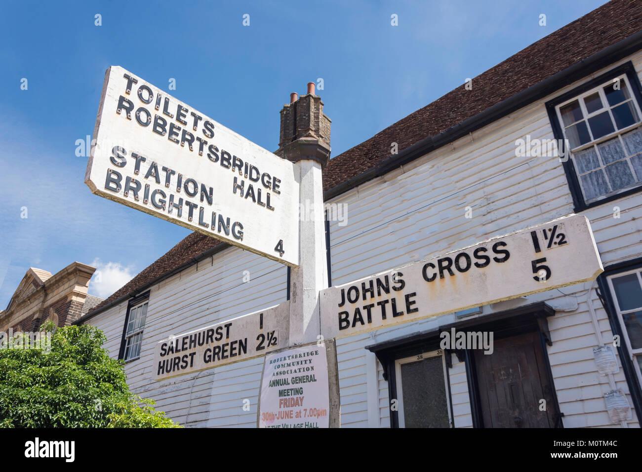 Fingerpost Abstand unterzeichnen, George Hill, Robertsbridge, East Sussex, England, Vereinigtes Königreich Stockbild