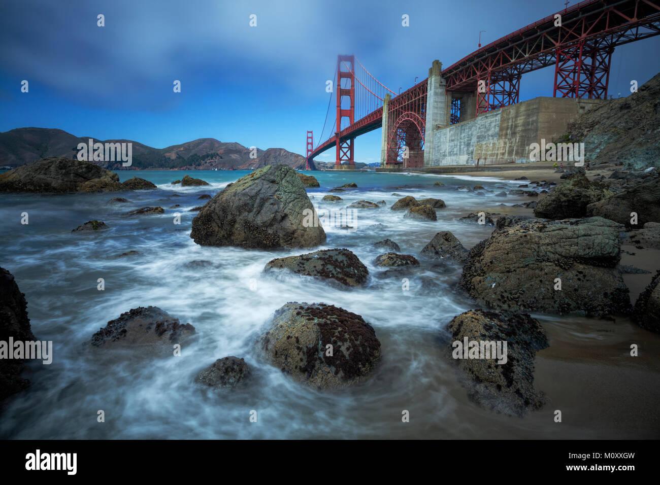 Golden Gate Bridge gesehen von Baker Beach, San Francisco. Stockbild