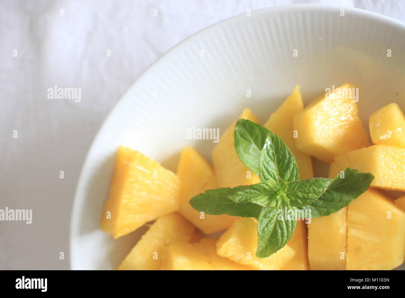 Die Platte gefüllt Mango Stockbild