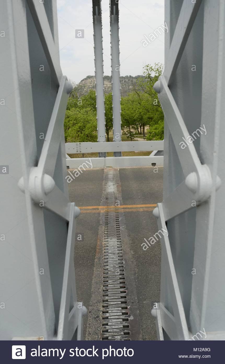 Brücke Dehnungsfuge in South Llano River Bridge in Kimble County Texas. Hinweis: Die Niete und Nietköpfe. Stockbild