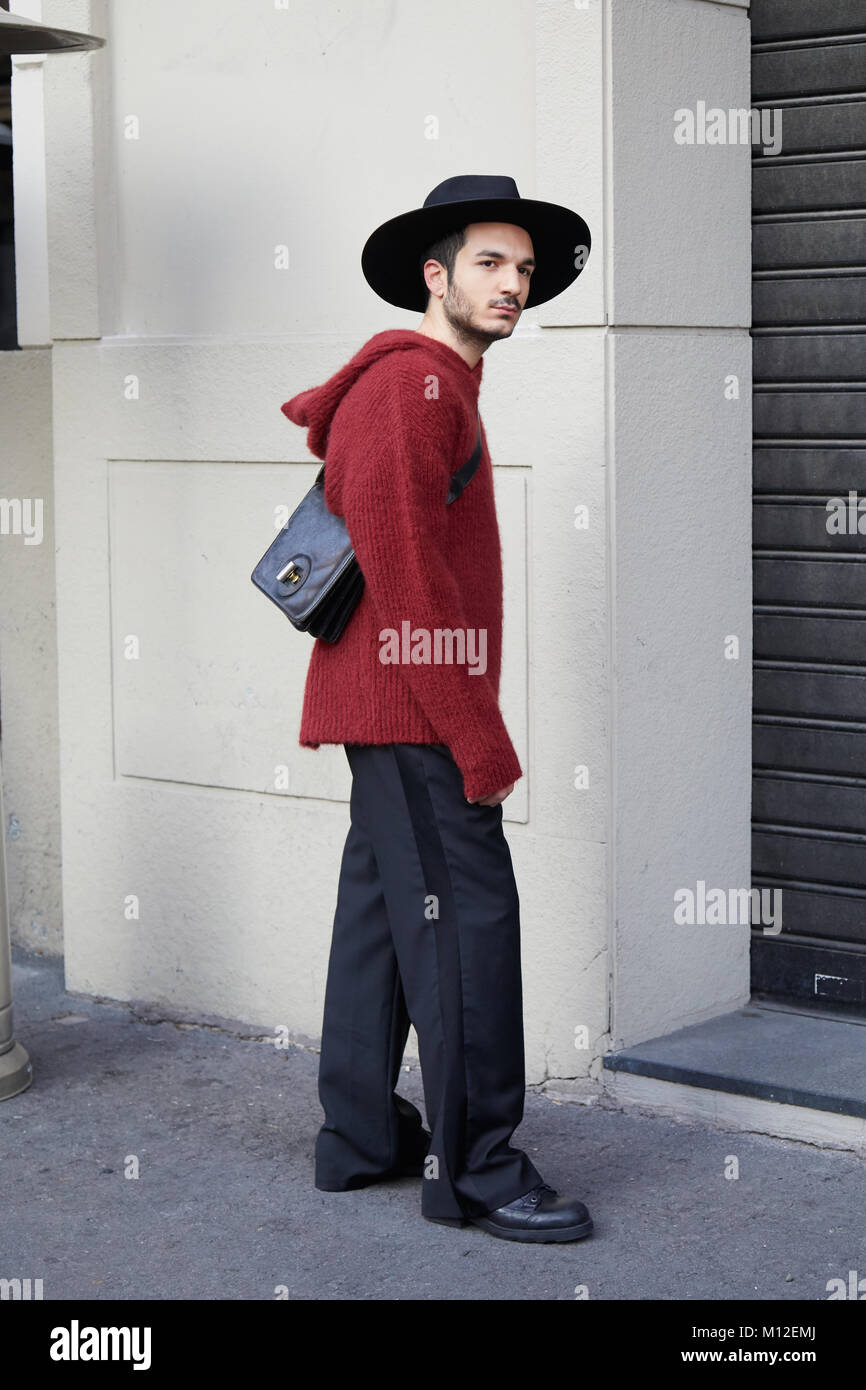 Mailand Januar 14 Mann Mit Dunklen Roten Pullover Und Schwarzen