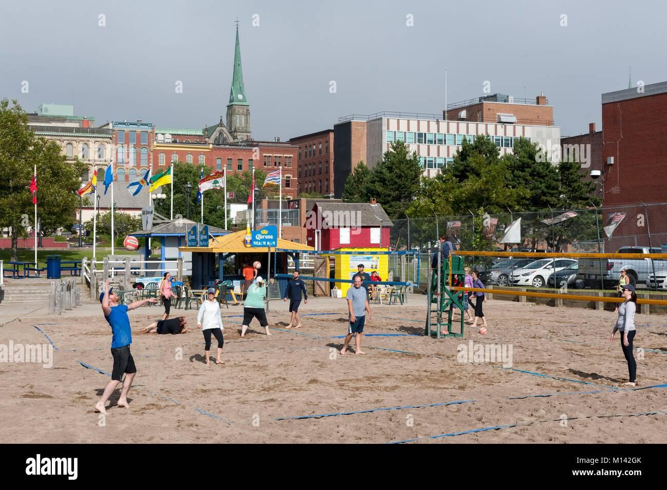 Kanada, New Brunswick, Saint John, Marktplatz, Beach-volleyball-Party Stockbild