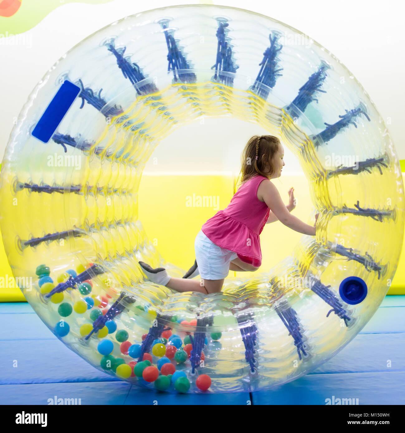 Kind Im Laufrad Springen Auf Bunten Spielplatz Trampolin Kinder
