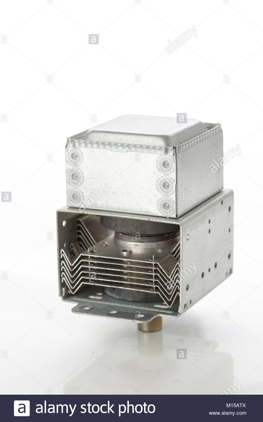 Gebrauchte Mikrowelle Auf Weißem Hintergrund Stockfoto Bild