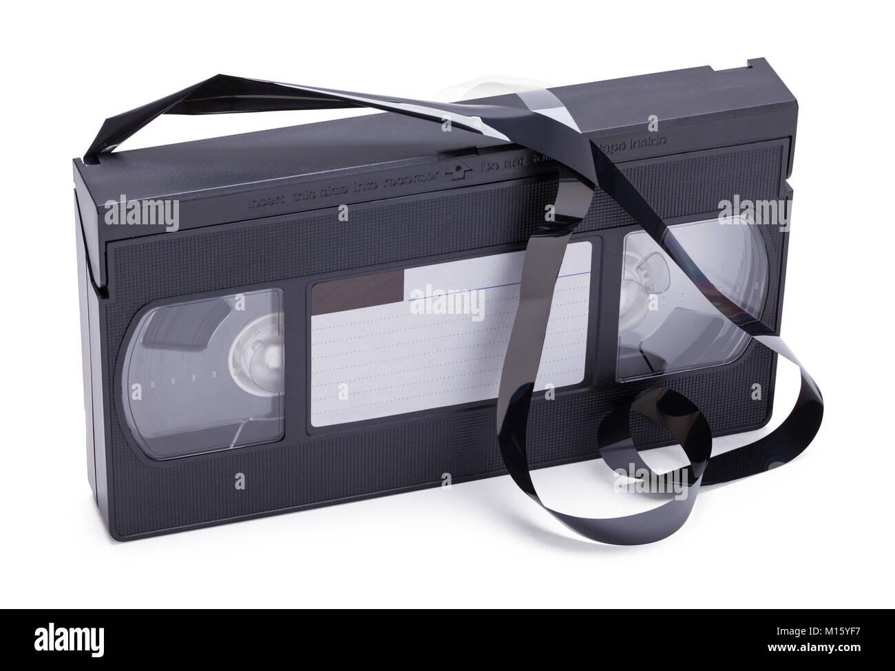 VHS-Kassette gebrochen und Lockerte sich isoliert auf einem weißen Hintergrund. Stockbild
