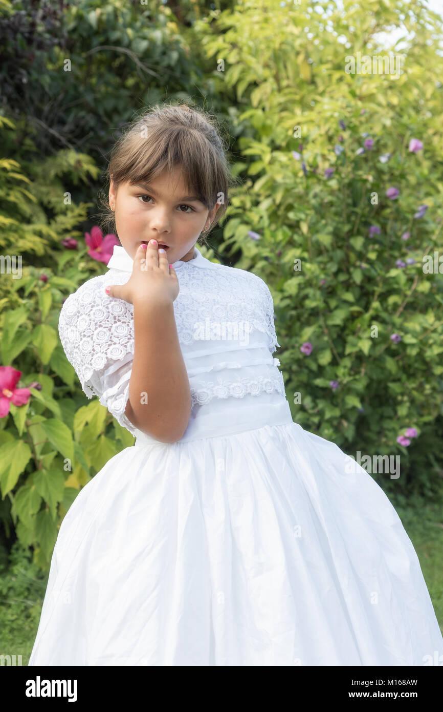 Nett Junge Mädchen Brautjunferkleider Bilder - Brautkleider Ideen ...