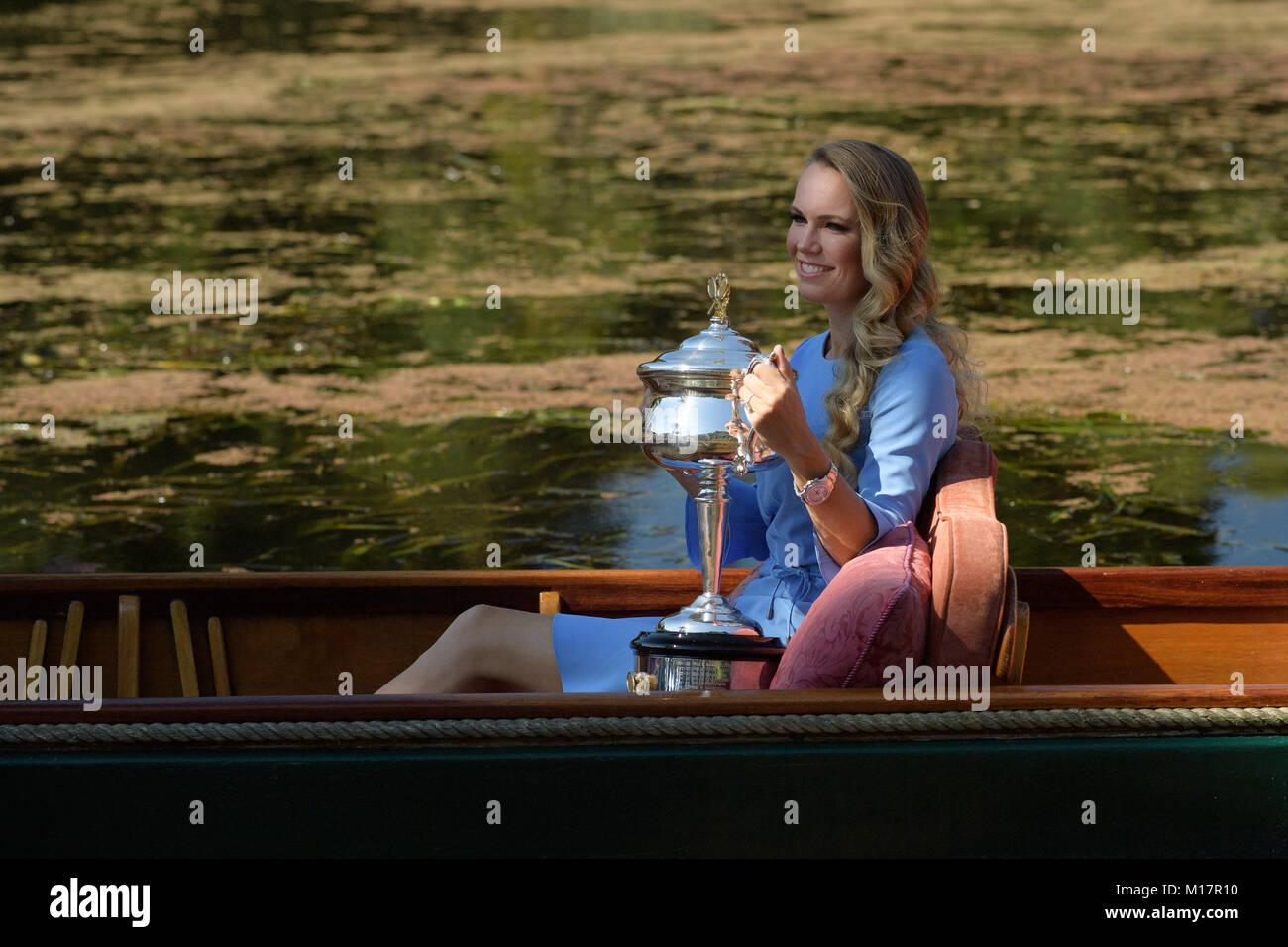 Melbourne, Australien. 28 Jan, 2018. Die 2018 Australian Open Champion Caroline Wozniacki aus Dänemark stellt für Stockfoto