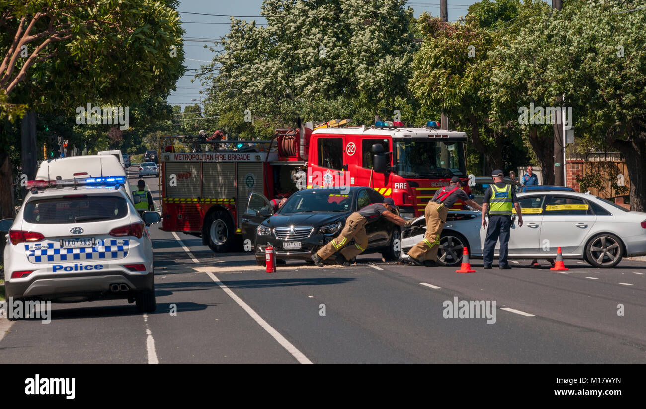 Melbourne, Australien. 28. Januar 2018. Polizei und Feuerwehr ...