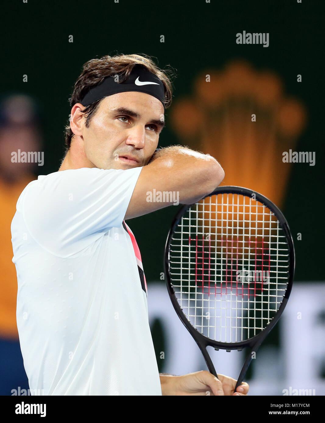 Melbourne, Australien. 28 Jan, 2018. Der Schweizer Roger Federer reagiert während der Männer singles Finale gegen Stockfoto