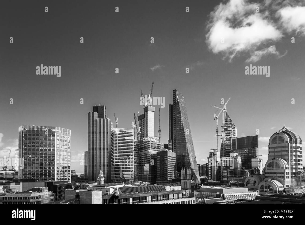 Iconic Wolkenkratzer in der City von London: Cheesegrater, Tower 42, 20 Gracechurch Street und im Bau das Skalpell, Stockbild