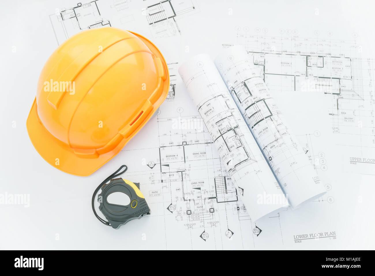Architekten Arbeitsplatz   Architekturentwürfe Mit Maßband, Schutzhelm Und  Tools Auf Tisch. Top View