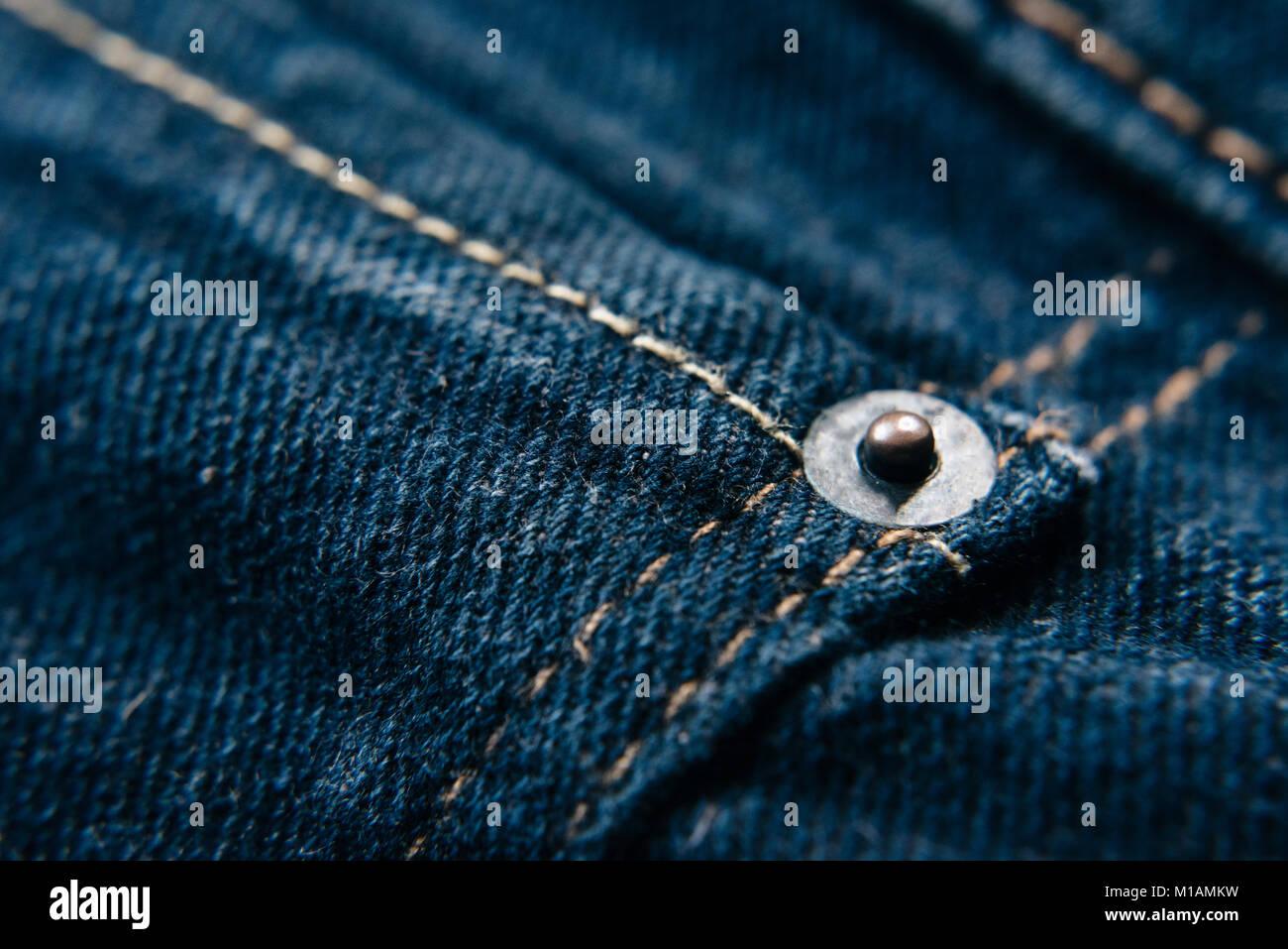 Jeans Niet auf Blue Denim Jeans mit kopieren. Fashion Concept Stockbild