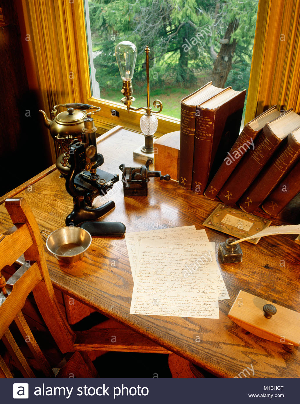 0601-1000 ~ Copyright: George S.H. Huey~ Schreibtisch in der John Muir's Studie mit original 1904 schreiben. Stockbild