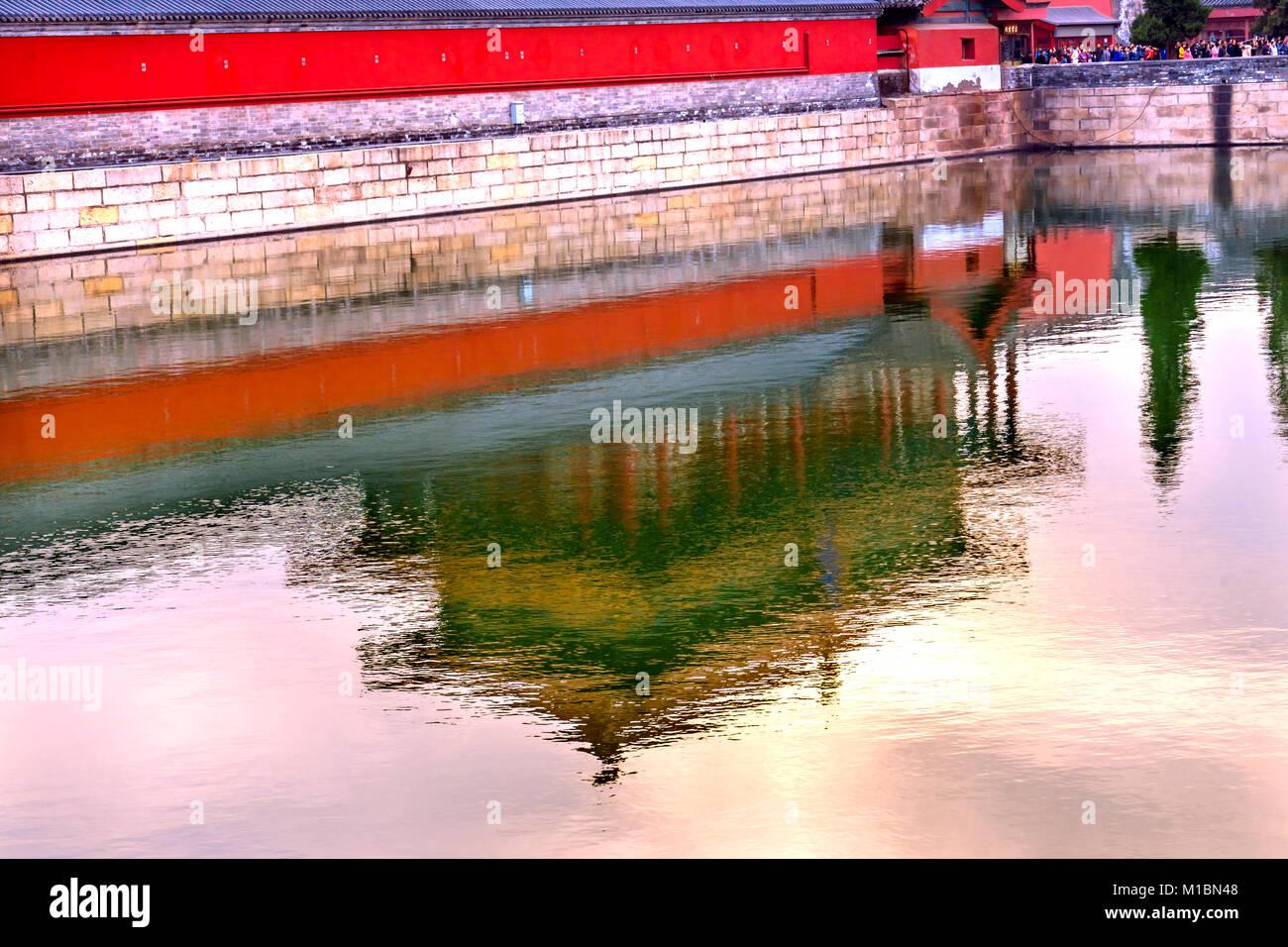 Hinteres Gatter Reflexion himmlische Reinheit Gugong Verbotene Stadt Graben Canal Plaace Wand Beijing China. Der Stockbild