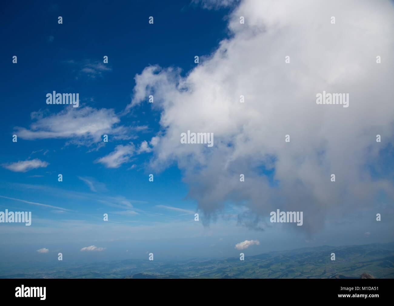 Wolken über die Appenzeller Alpen in der Schweiz Stockbild