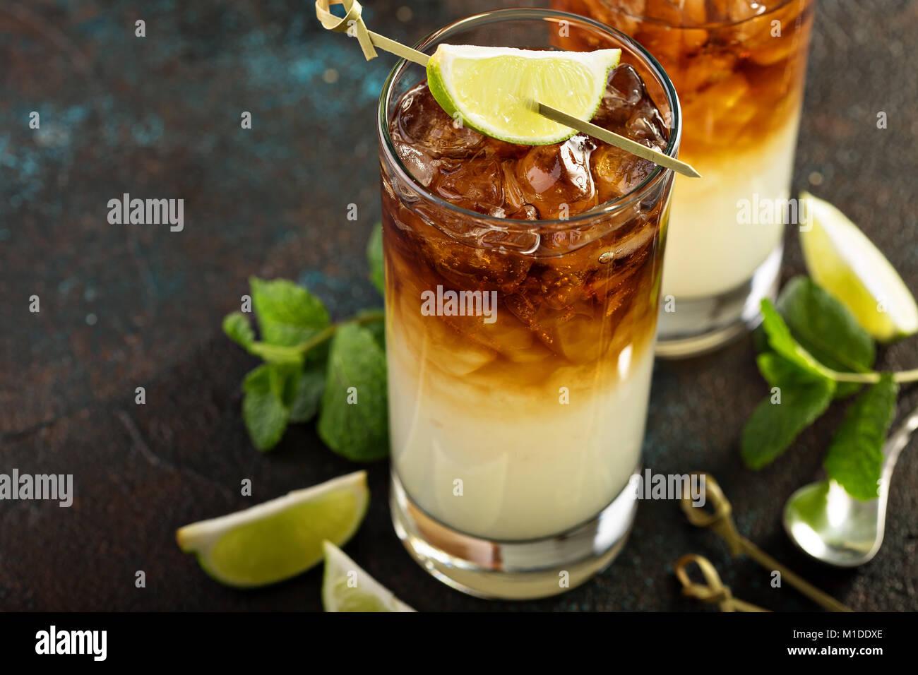 Dunkle und stürmische cocktail Stockbild
