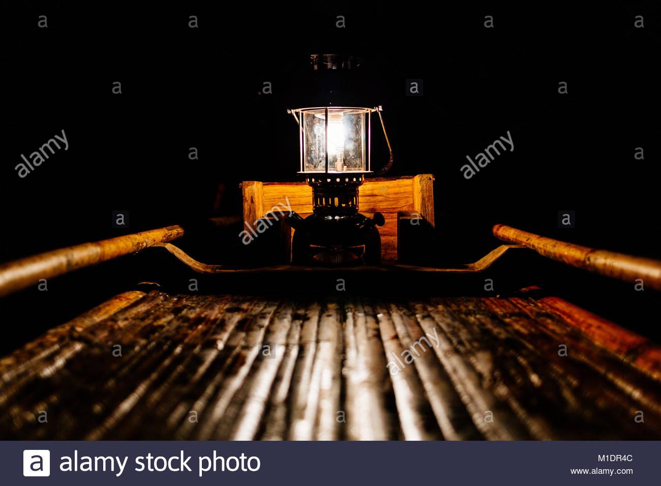 Bamboo raft in der Lod Höhle Stockbild
