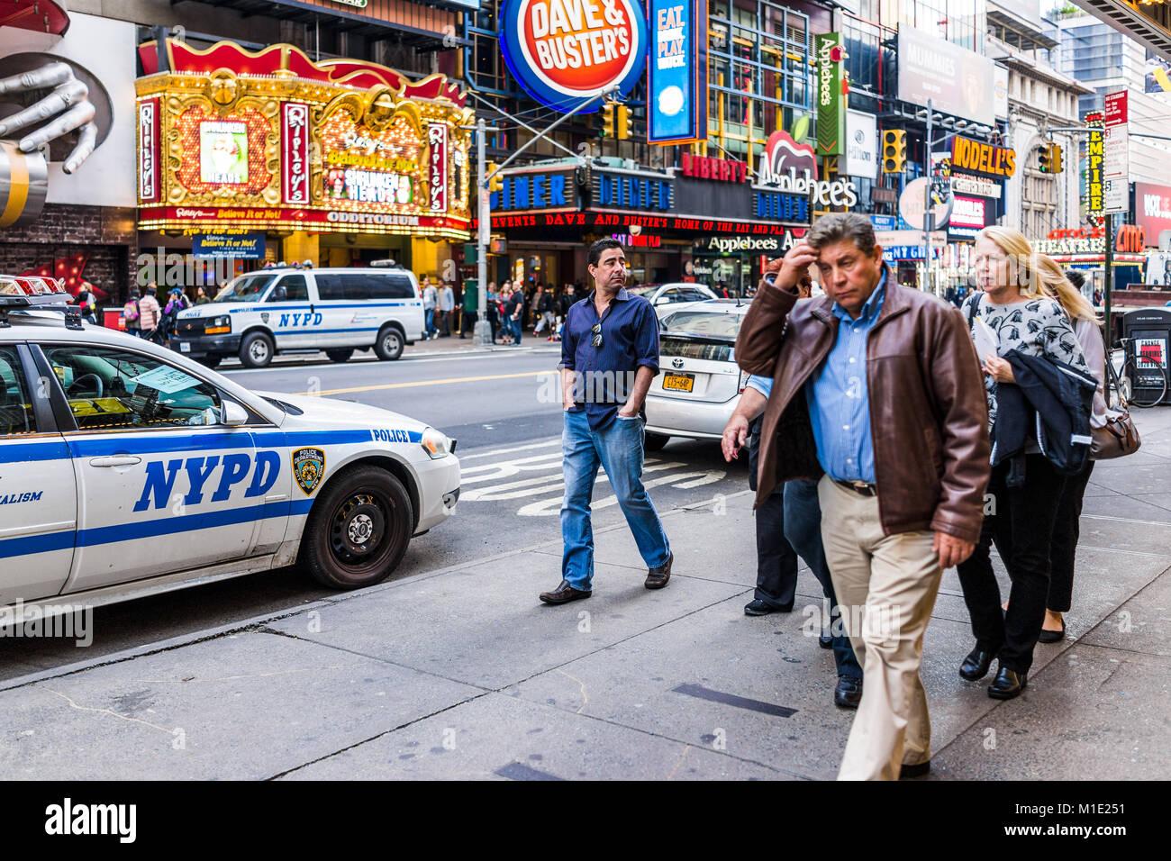 New York City, USA - Oktober 28, 2017: Manhattan NYC Gebäude von Midtown, Times Square, 42 Straße, Straße, Stockbild