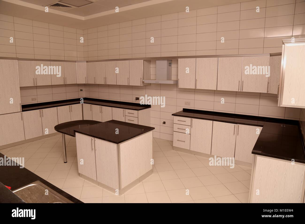 Moderne Küche mit weißer Farbe Küche Schrankwand und Base Units ...