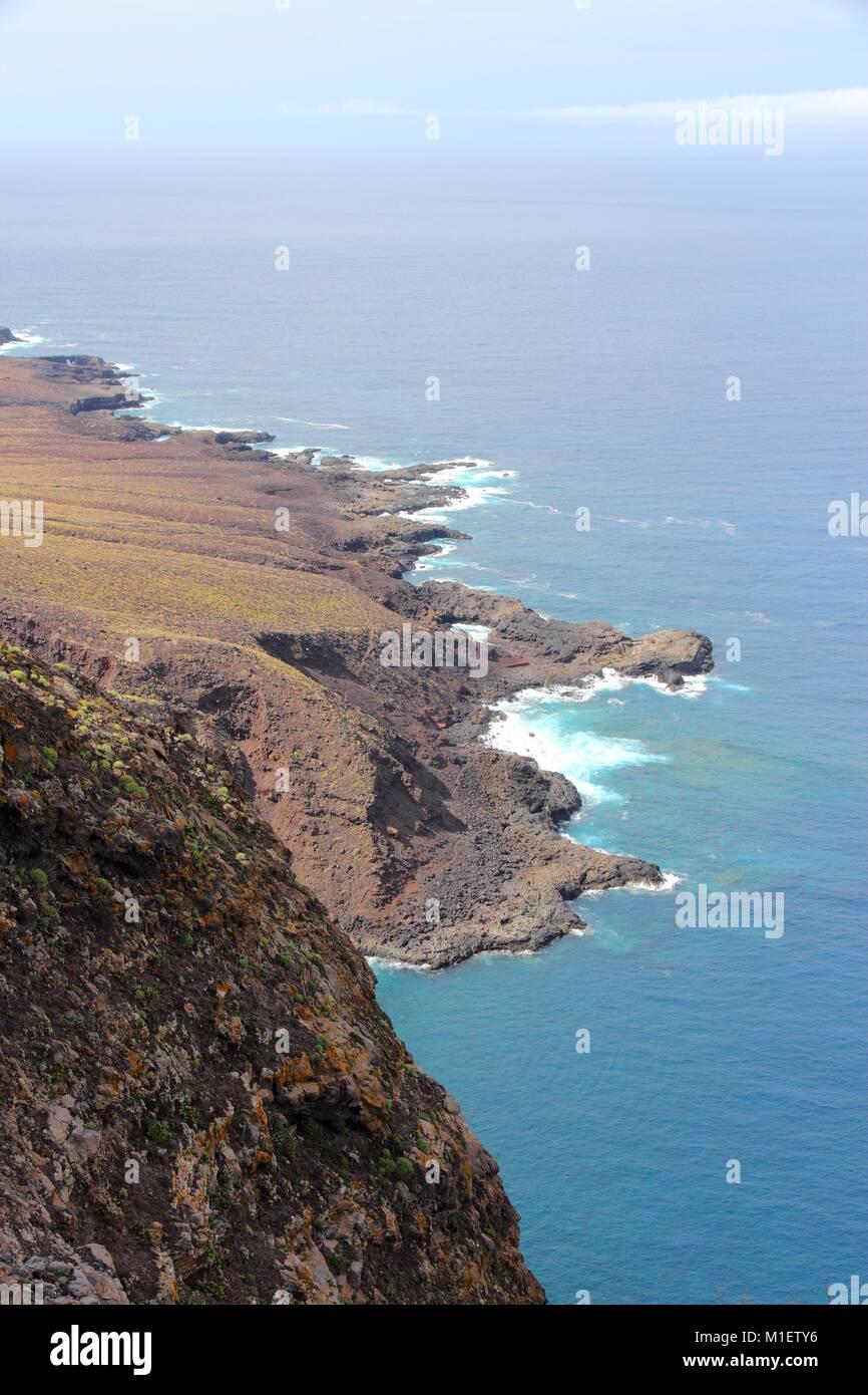 Teneriffa, Kanarische Inseln, Spanien - schöne felsige Küste in der Nähe von Buenavista del Norte (North Coast). Stockfoto