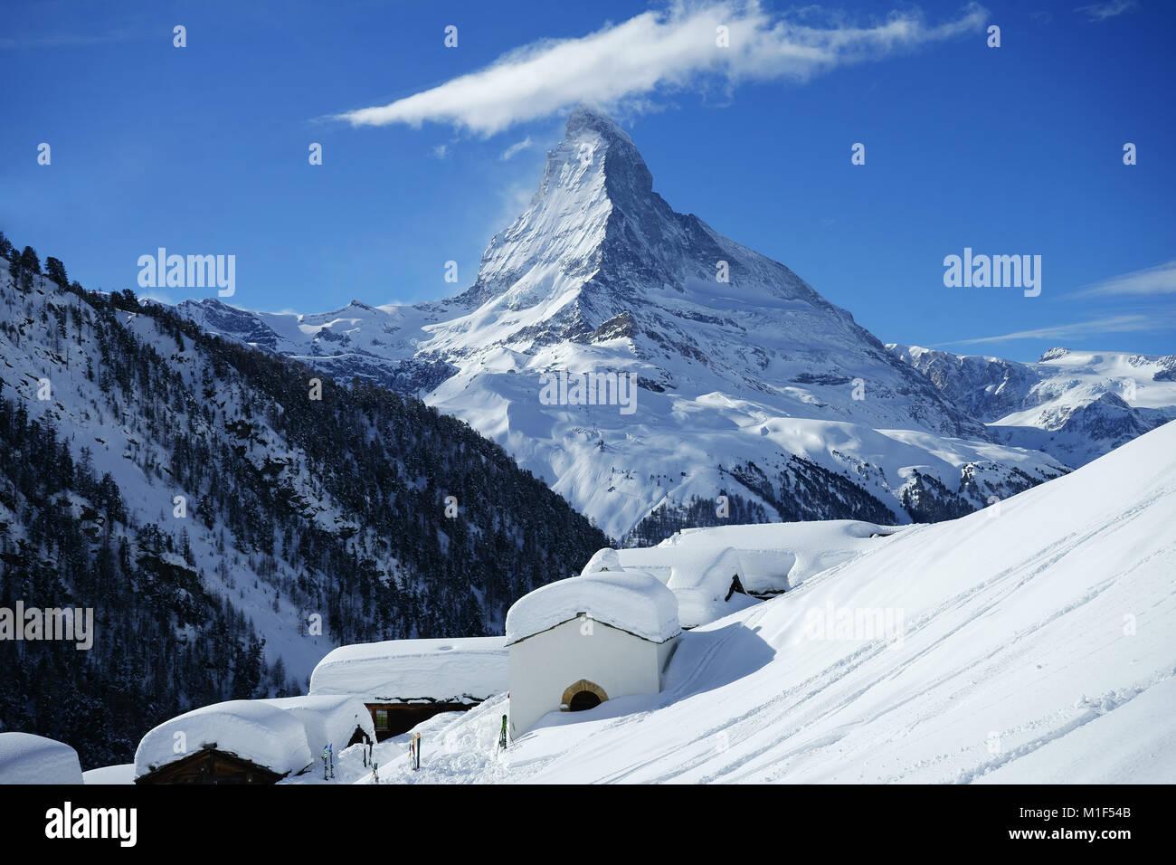 Alpine Village Findeln unter Sunnegga, Zermatt mit Matterhorn, Winter, Walliser Alpen, Schweiz Stockbild