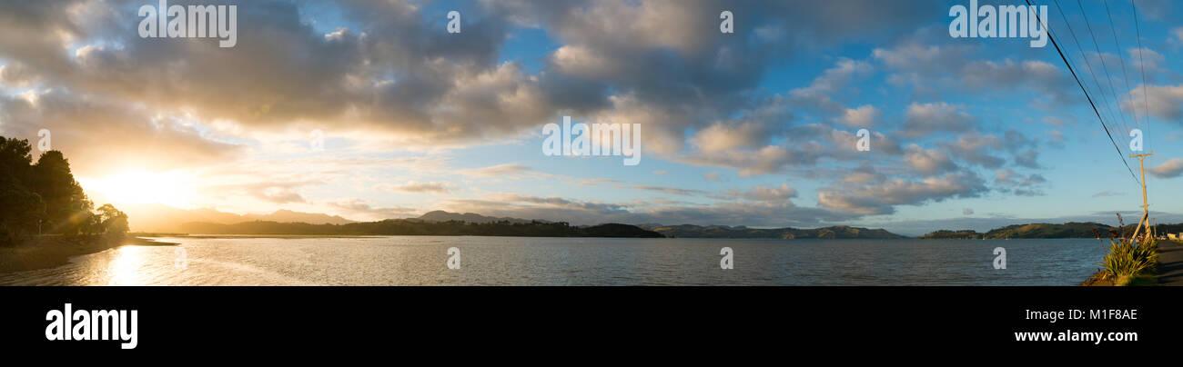 Sonnenuntergang in Neuseeland Bay Stockfoto