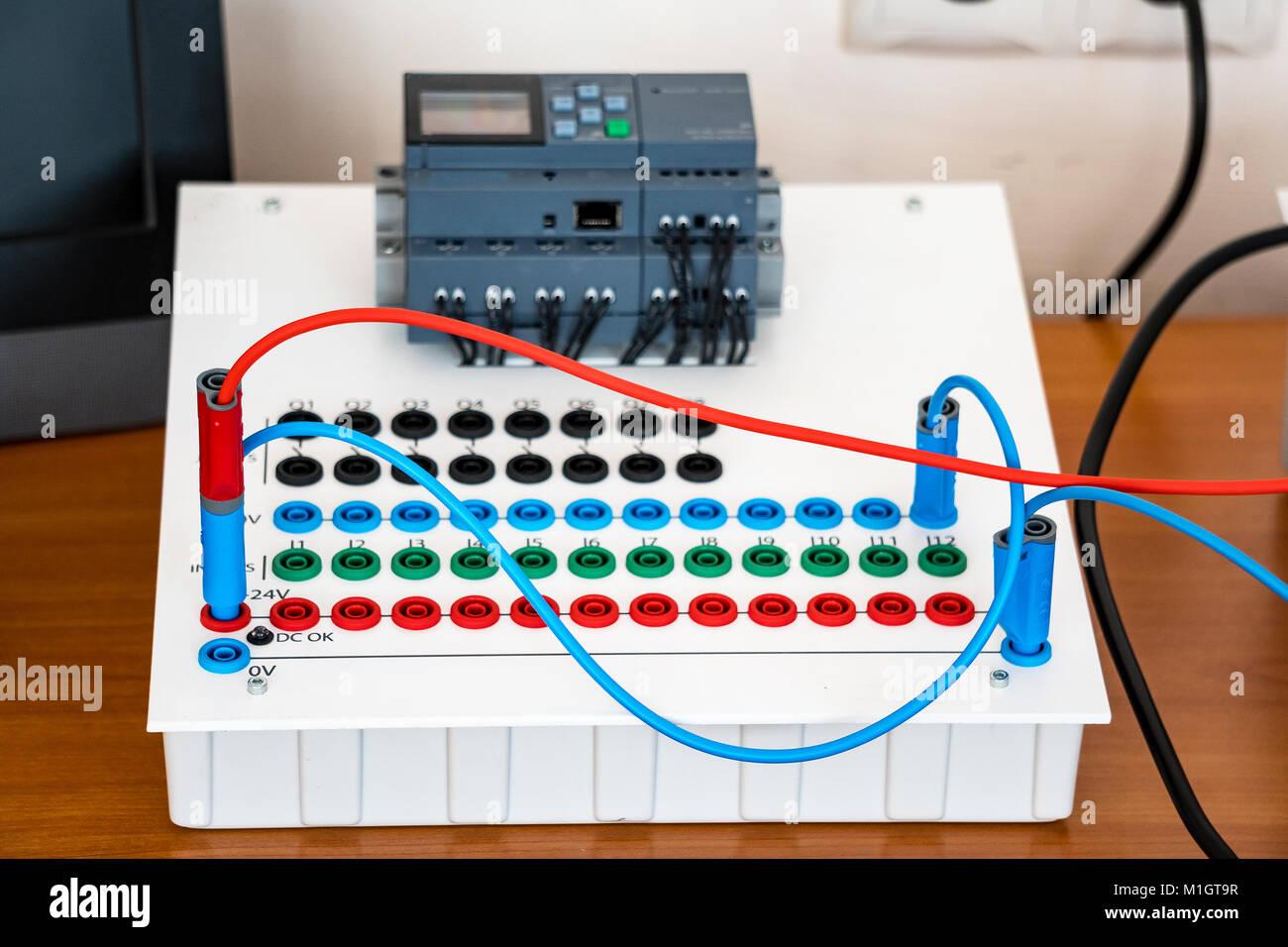 Großzügig Elektrische Kabel Farbcodierung Bilder - Der Schaltplan ...