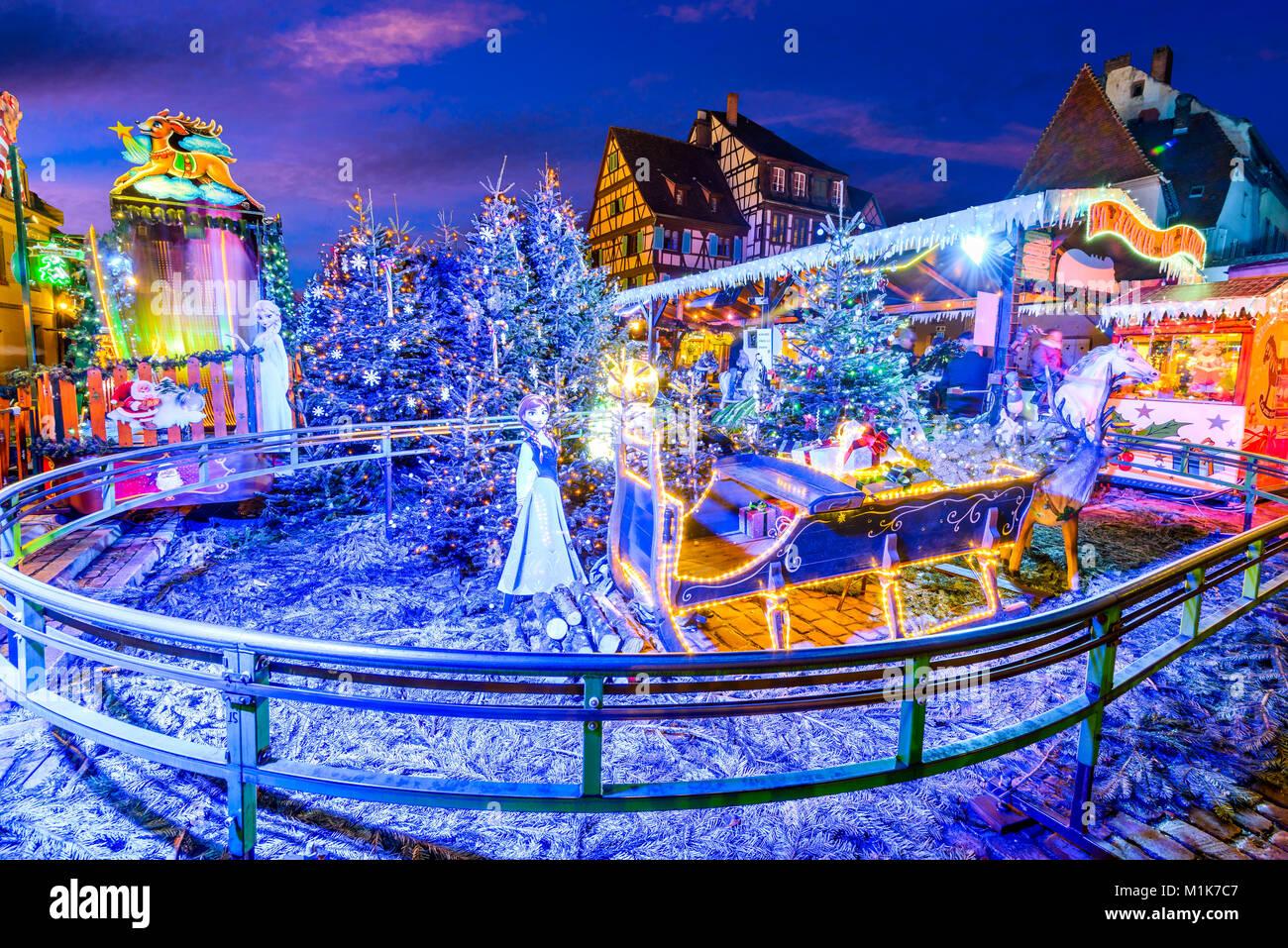 Colmar, Elsass, Frankreich. Lebkuchenhäuser hinzufügen Weihnachtsmarkt von lokalen Handwerkern, berühmt Stockbild