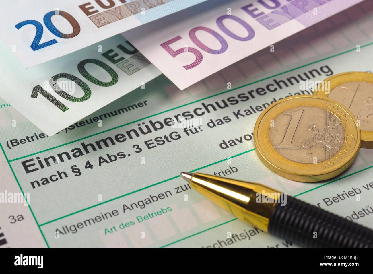 Steuererklärungfür Finanzamt mit Formular Stockbild