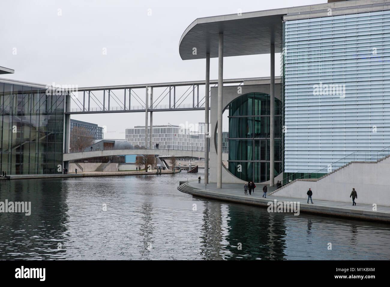 Die moderne Architektur des deutschen Bundeskanzleramt Gebäude als Symbol für die deutsche Einheit direkt Stockbild
