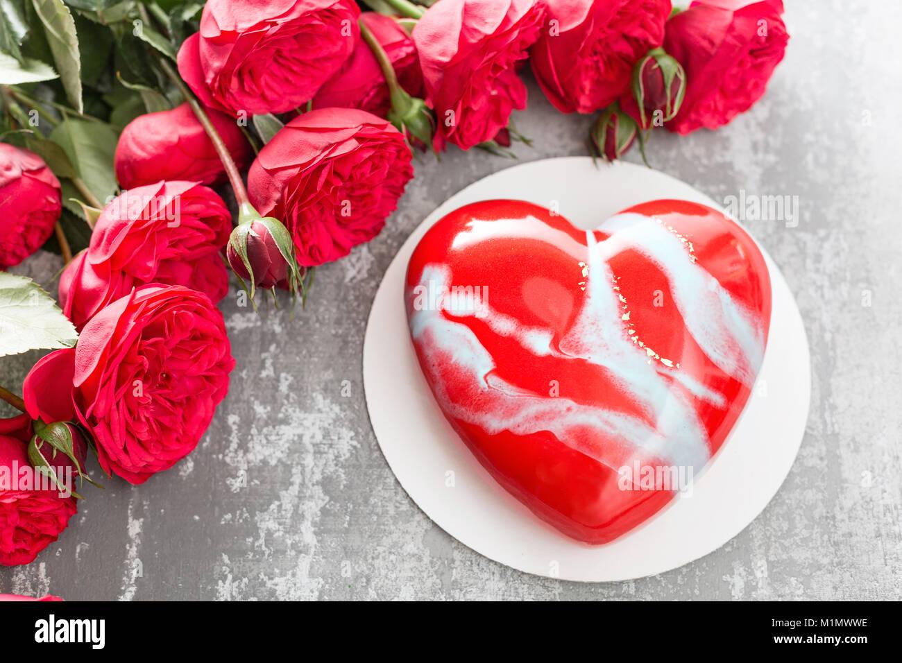 Valentinstag Oder Geburtstag Grusskarte Kuchen In Form Eines Roten