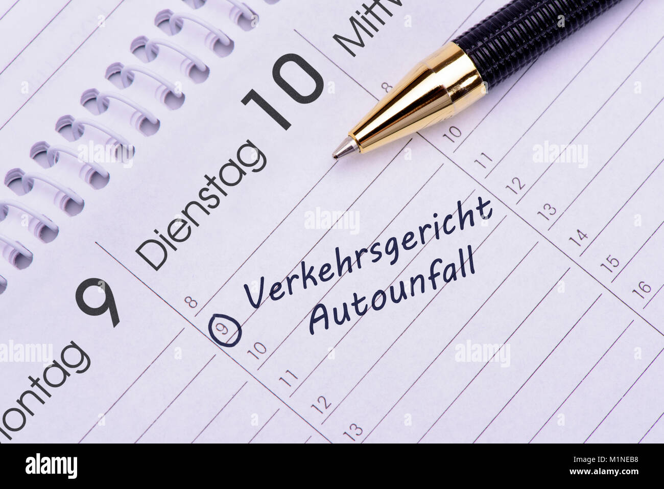 Verkehrsgericht für Autounfall Termin im Kalender Stockfoto