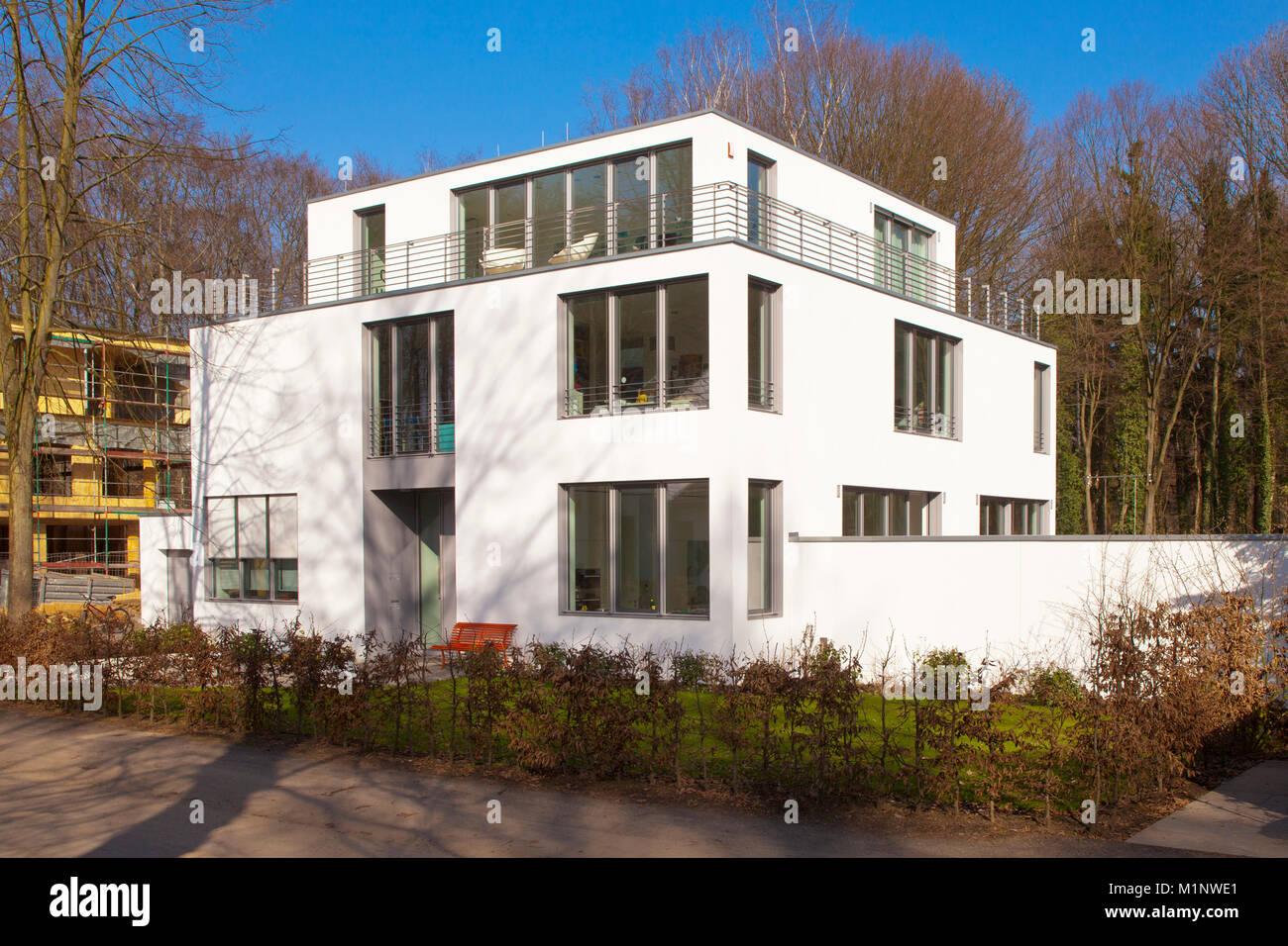 Deutschland, Köln, Villa der Nachbarschaft Waldsiedlung im Stadtteil ...