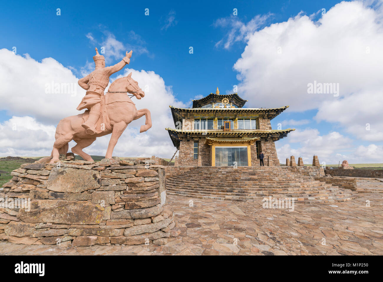 Tsorjiin Khureenii Tempel und Dschingis Khan Statue, Mitte der Provinz Gobi, Mongolei, Zentralasien, Asien Stockbild