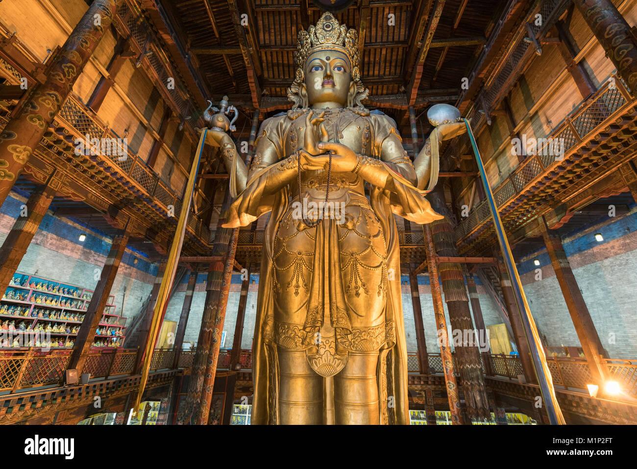 Avalokitesvara Statue im Gandan Kloster in Ulan Bator, Mongolei, Zentralasien, Asien Stockbild