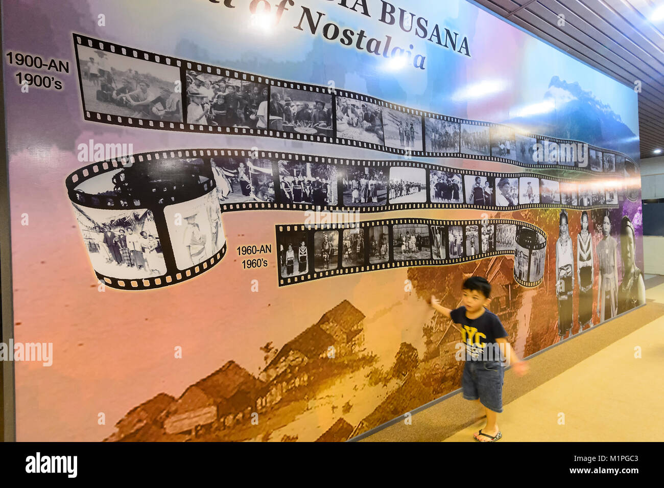 Wand von Nostalgie an der Muzium Sabah, Kota Kinabalu, Sabah, Borneo, Malaysia Stockbild