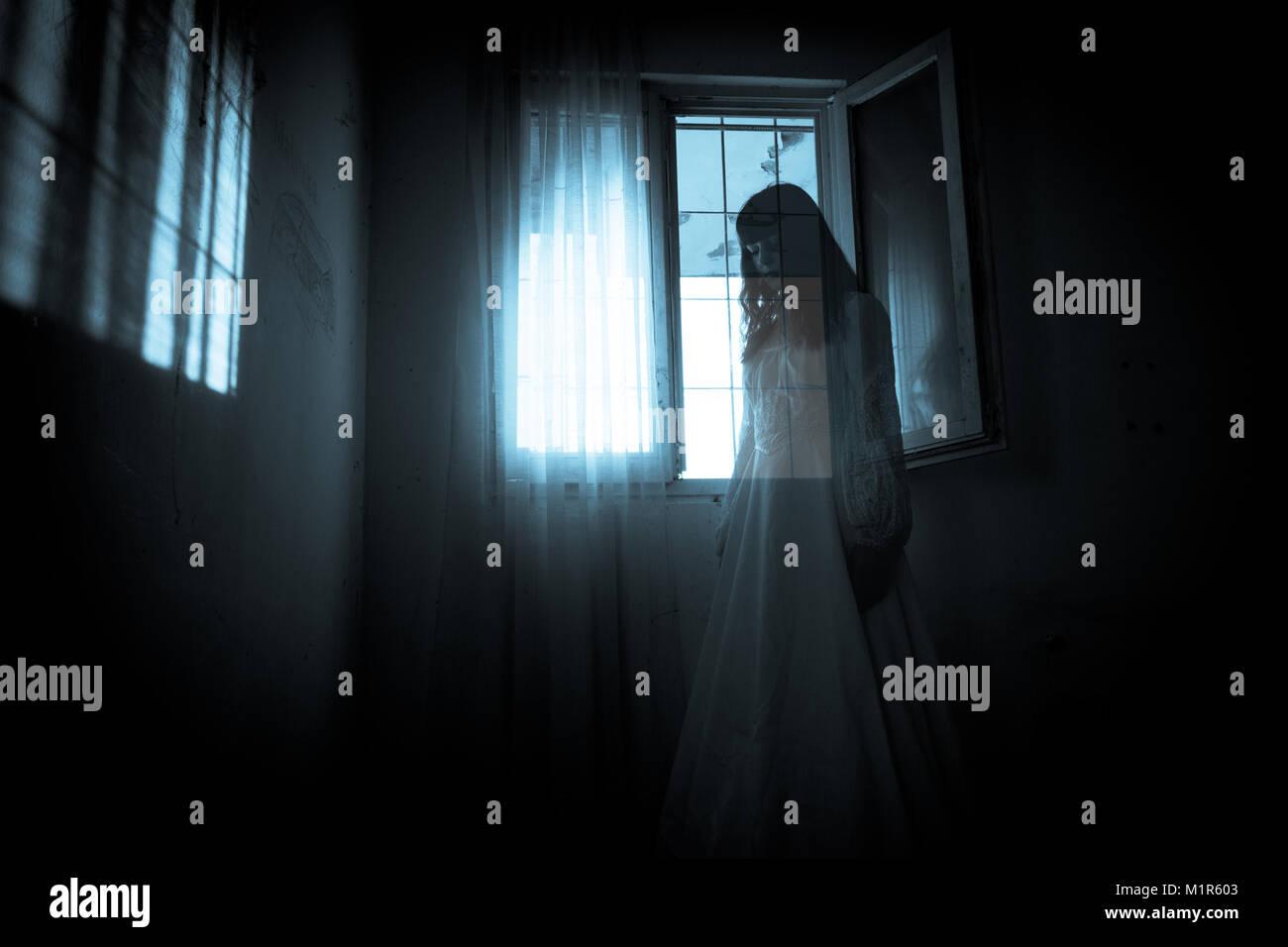 Horror Szene von einem gruseligen Frau Stockbild