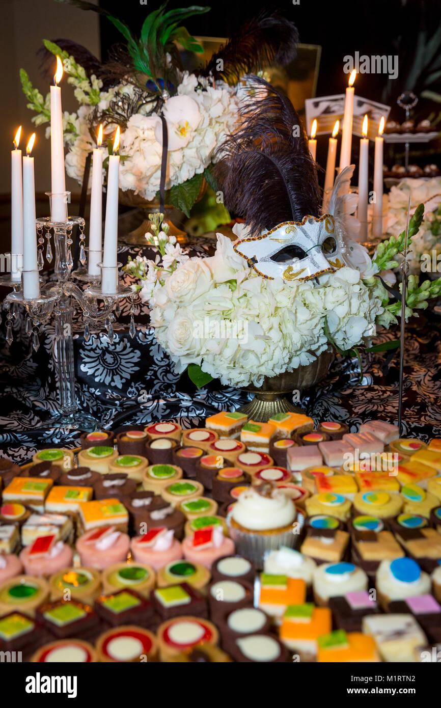 Wüsten und Dekor in einem Venedig inspirierten Buffet Dinner, Naples, Florida, USA Stockfoto