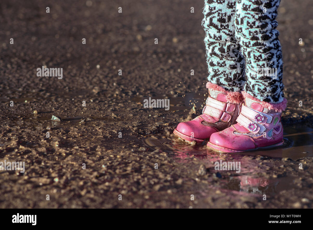 dirty boots and shoes stockfotos dirty boots and shoes bilder alamy. Black Bedroom Furniture Sets. Home Design Ideas