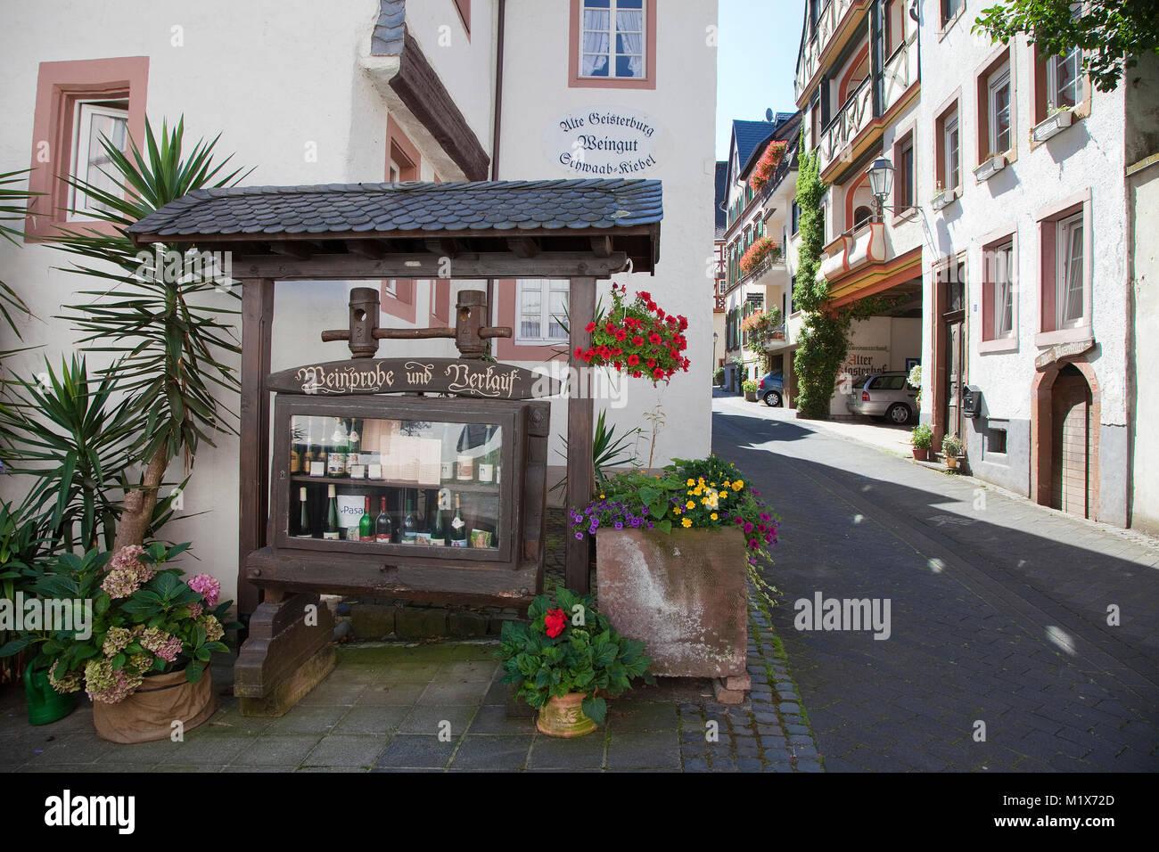 Wein, Wein, Wein Shop, vom Produzenten, Wein Dorf Uerzig, Mosel, Rheinland-Pfalz, Deutschland, Europa Stockbild