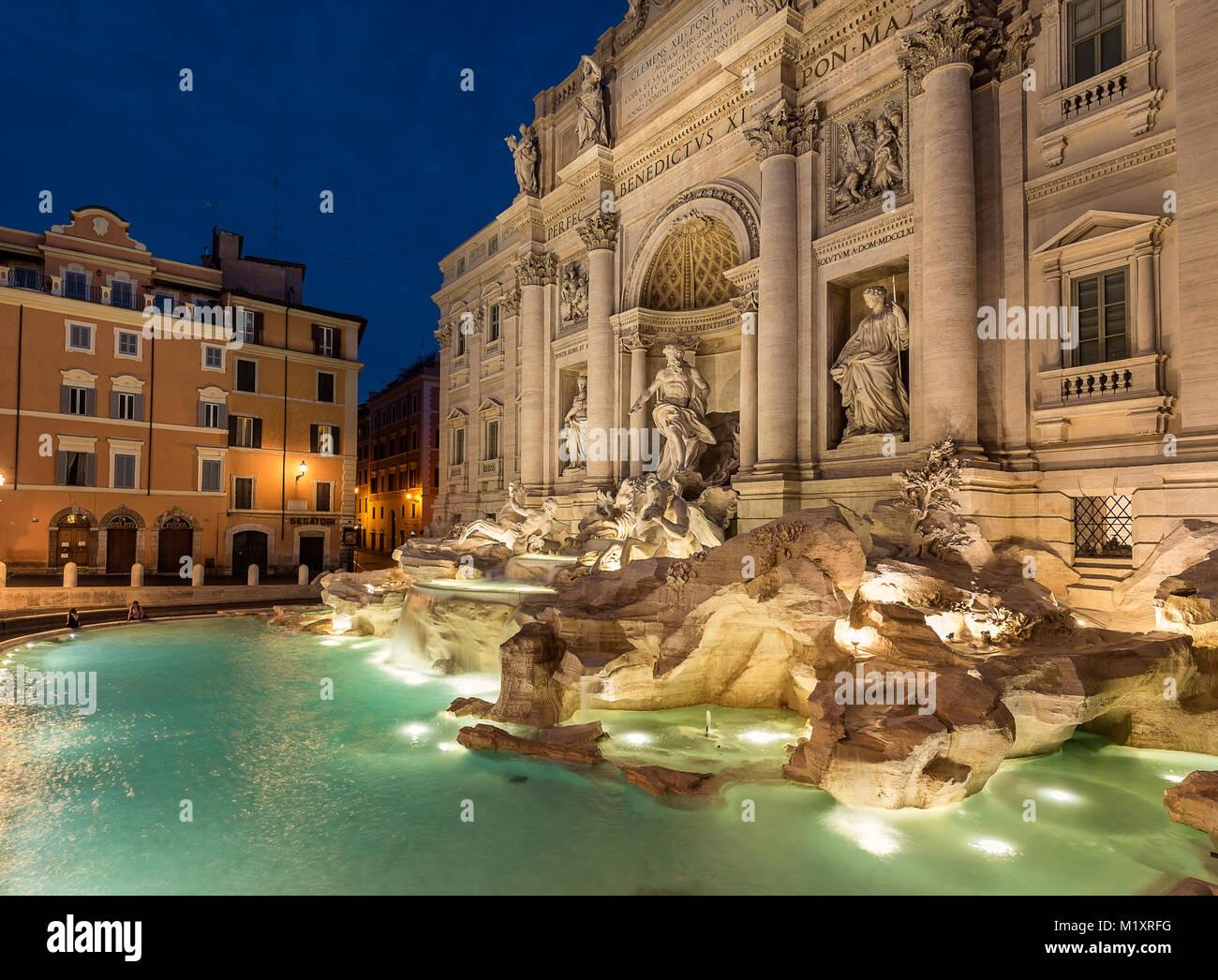 Fontana di Trevi - oder Trevibrunnen - ist ein Brunnen in Rom, es ist der größte barocke Brunnen in der Stockbild
