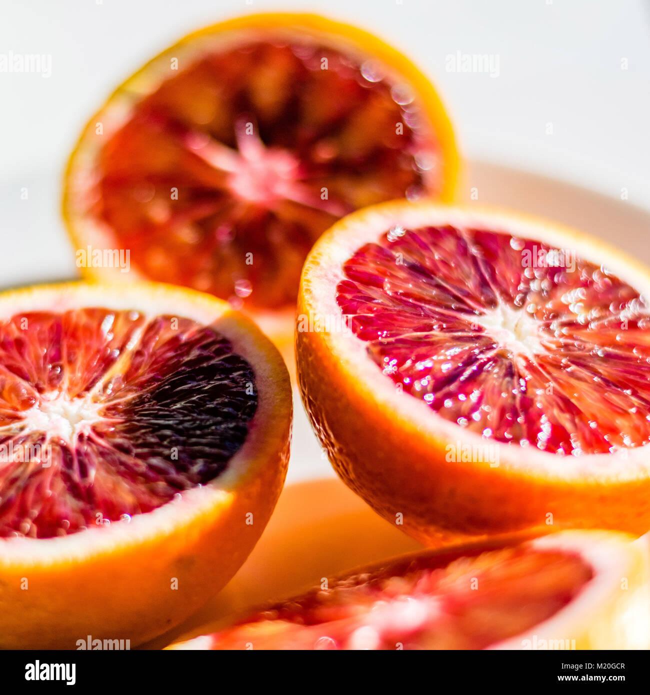 Rotes Blut orange Hälften, Makro essen Foto, selektive konzentrieren. Frischen Zitrusfrüchten details, Stockbild