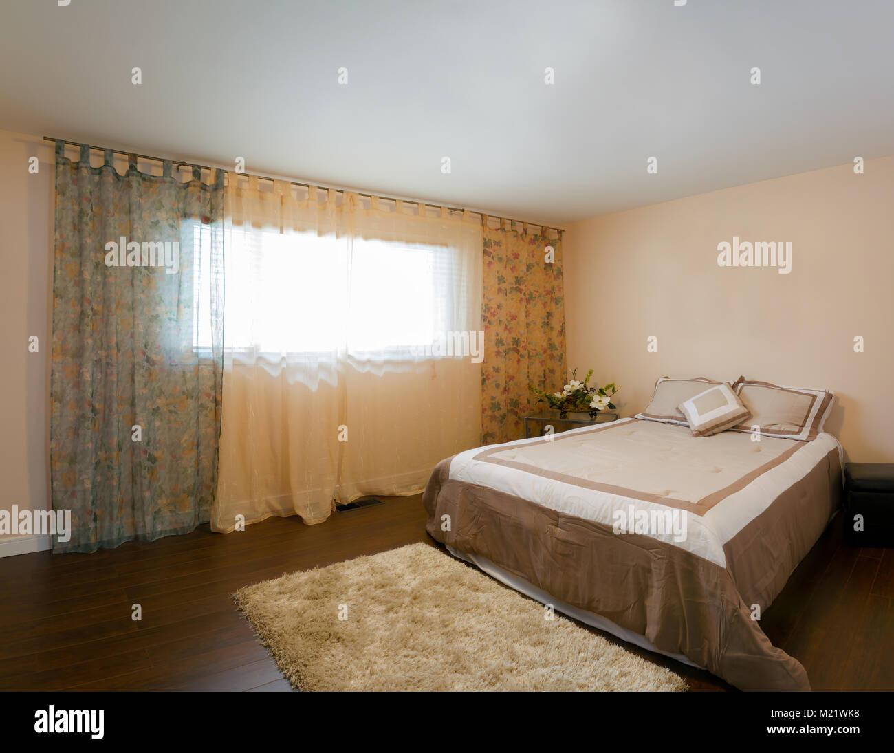 Schlafzimmer Innenausstattung in ein neues Haus Stockfoto, Bild ...